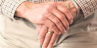Doporučení osobám starším 70 let nevycházet mimo obydlí