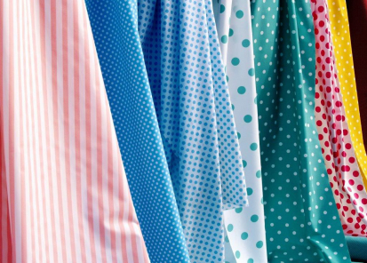 Prodejny s textilem a galanterií mohou být otevřeny