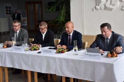Nařízení omezené činnosti orgánům veřejné moci a správním orgánům od 1. 4. do 11. 4. 2020